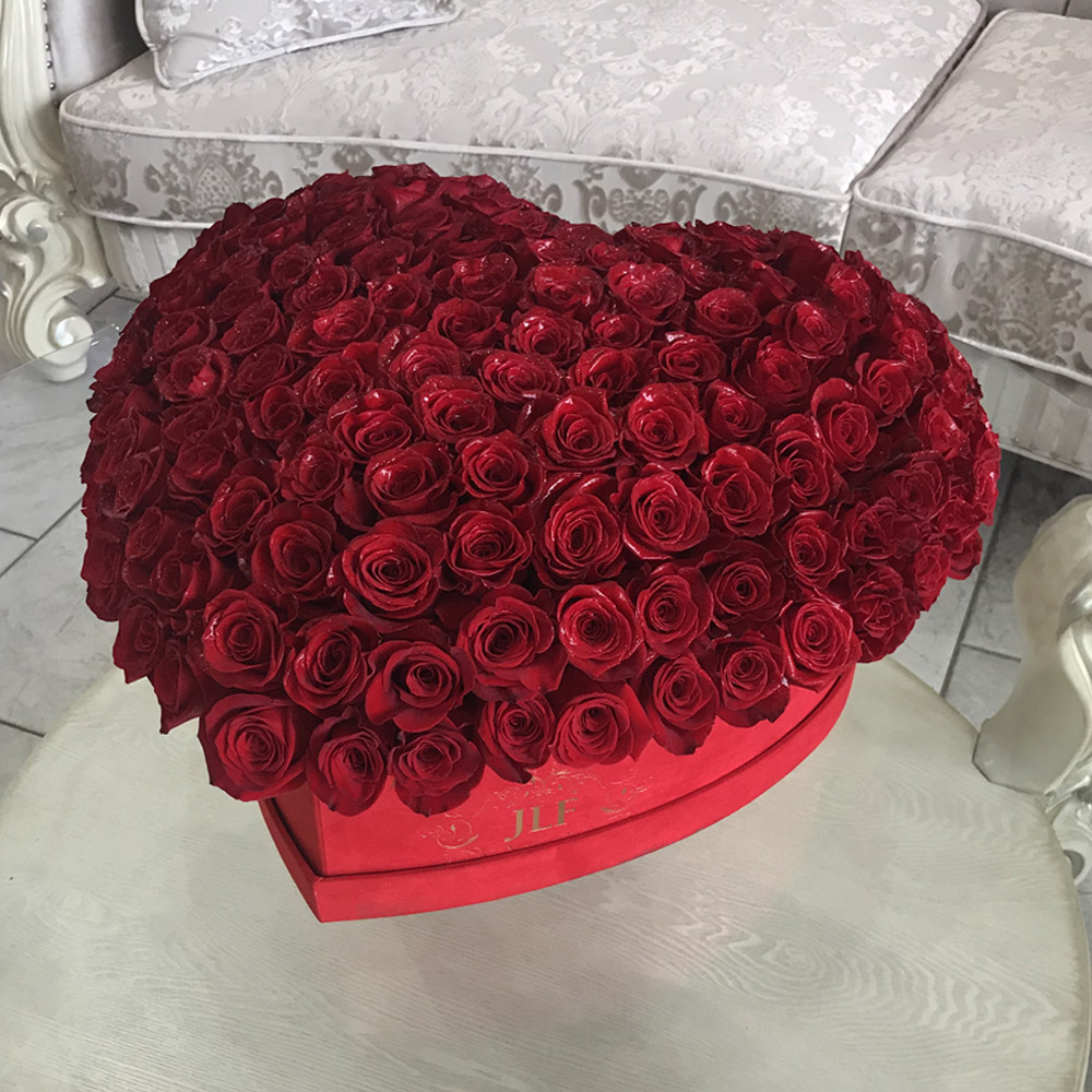 150 Red Roses In a Heart