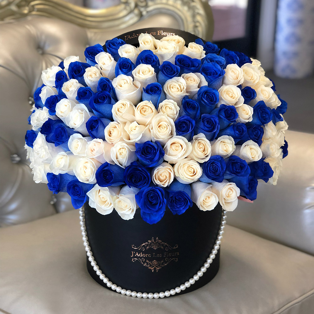 Signature 75 White & Blue Rose Box With Pearl
