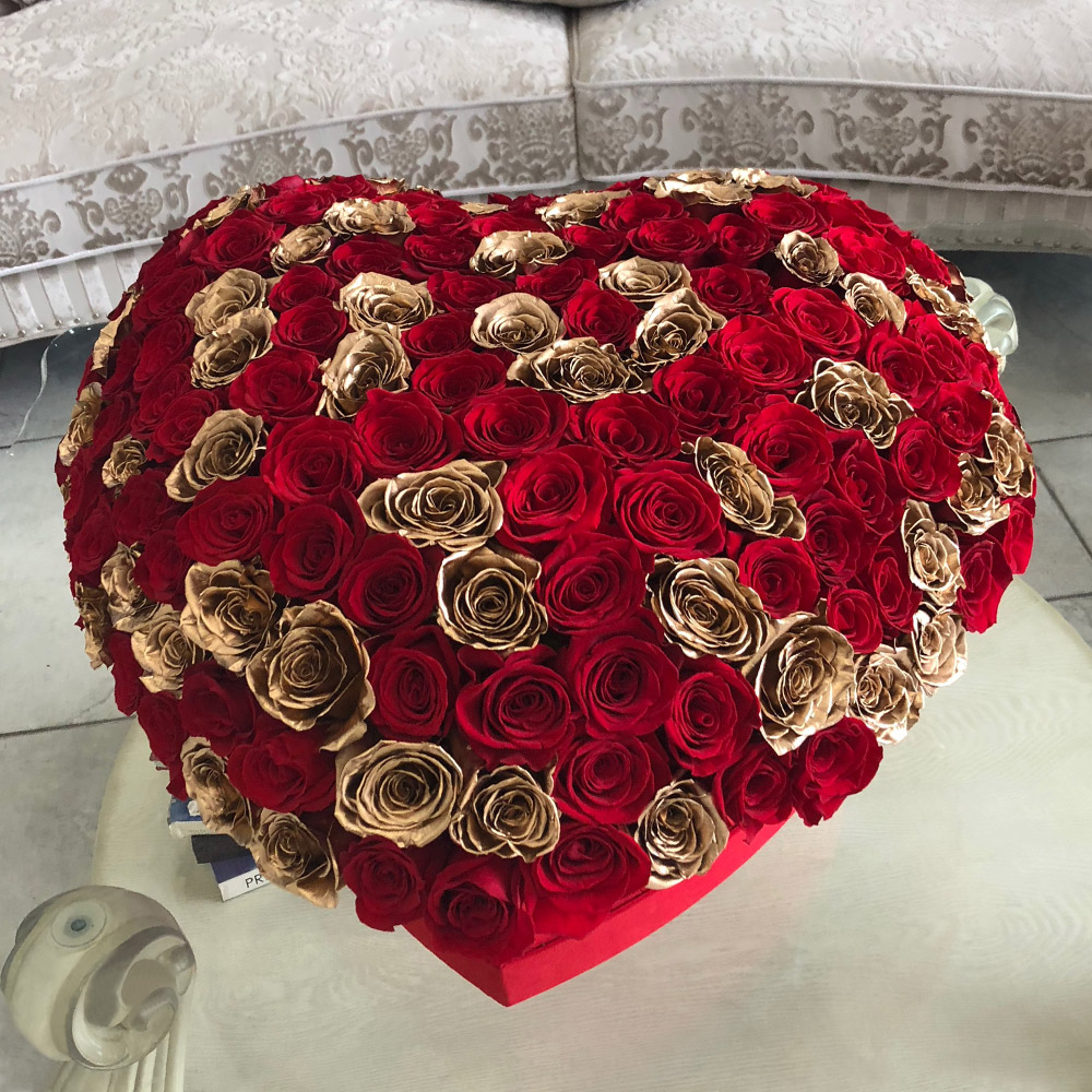 Red & Gold Roses In A Heart
